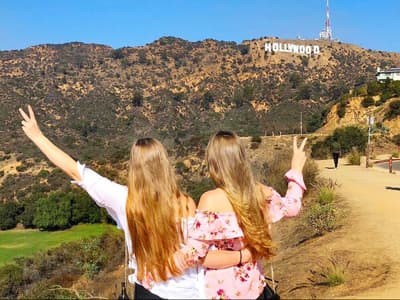 Julia und Lena vor dem Hollywood Sign