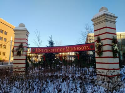 Winterdekoration an der University of Minnesota