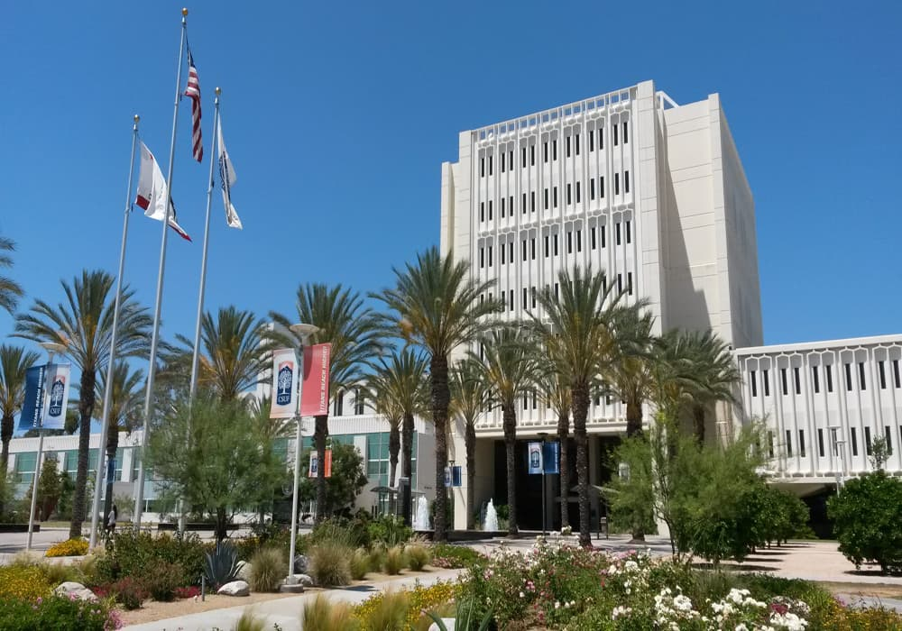 Das College of Humanities and Social Sciences der CSU Fullerton (USA)