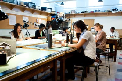Studenten im Studio an der University of Winnipeg (Manitoba, Kanada)