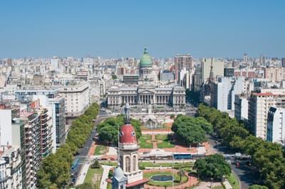 Die quirlige Hauptstadt Buenos Aires ist ein besonders beliebtes Ziel ...